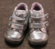 Красивые,  почти новые весенние ботиночки на девочку,  20 размер