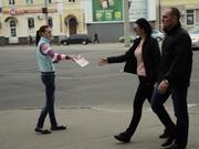 Раздача рекламных листовок в Полтаве