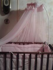 Продам детскую кроватку в комплекте с матрасиком,  защитой и балдахином