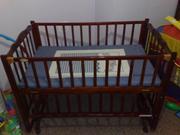 Продам детскую кроватку деревянную